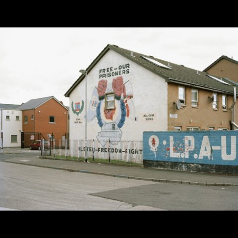 Chris Durham,                 Free Our Prisoners, 2009 aus der Serie Belfast
